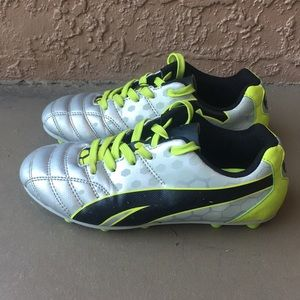 Boys Puma Procat soccer cleats size